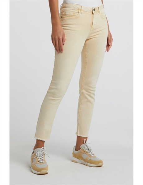 colored-jeans-with-frayed-hems-and-print-on-waistband